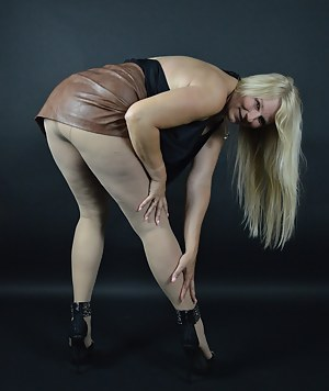 Hot I love this way to show high heels Stockings nylons.