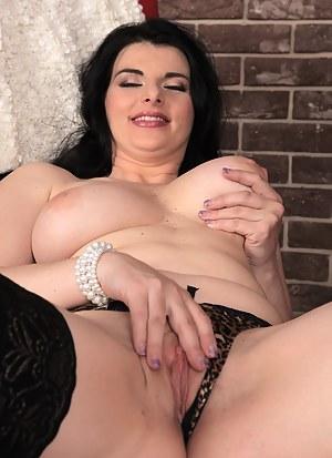Stunning Sandra Nero enjoys a good book and masturbation