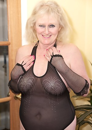 Hi Guys, what do you think of my sexy black bodice and Patterned Lace hold-ups, It certainly puts me in a sexy mood so i