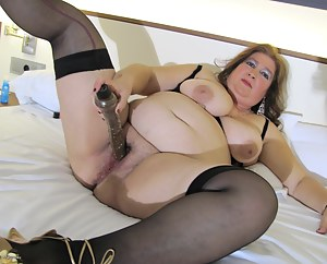 This big mama loves to show her luscious body