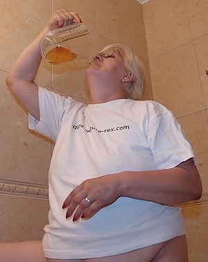 Granny loves a black mans pee in her face