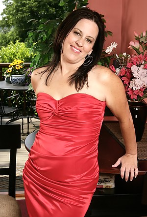 34 year old Kim from AllOver30 looking elegant in her red dress