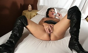 Kinky mature slut playing with herself