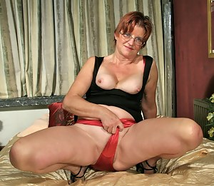 Naughty mature slut playing with her self