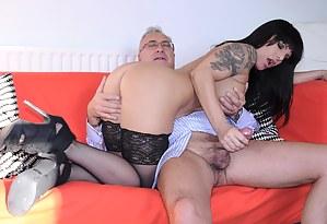 Tattooed milf babe in stockings sucking an old prick hard