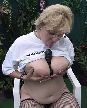 Huge titted mature slut showing her qualities