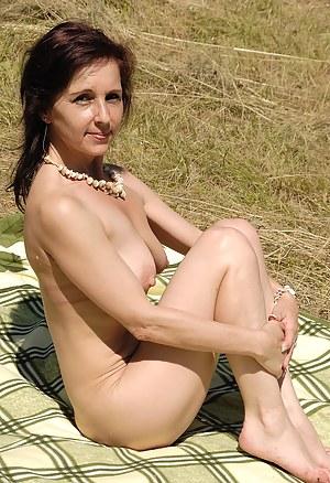 46 year old Jenny H takes a break from sunbathing to spread her legs