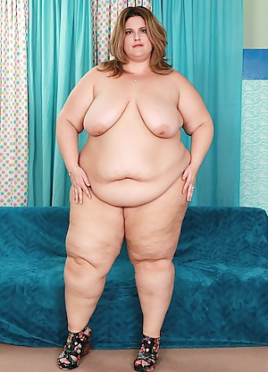 Fat and sexy BBW gets naked and shows her fat ass and plump pussy