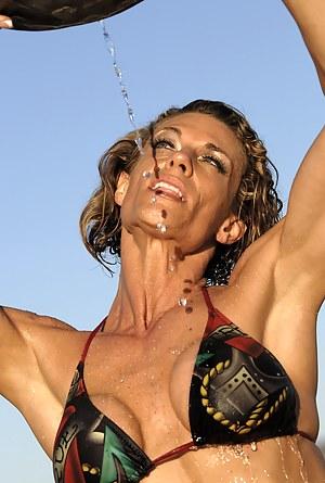 Tracy Weller, Muscles Soaking Wet