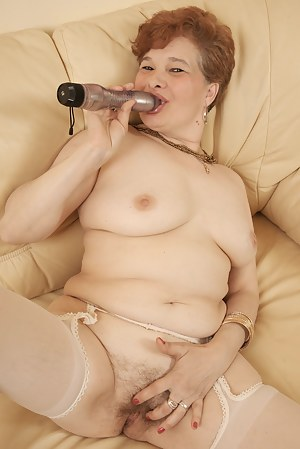 This big mature slut loves to get wet