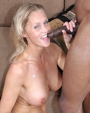 Hot fucking MILF in great interracial action
