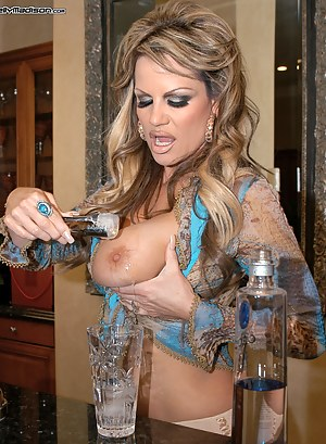 Get Drunk on Kelly's Massive Melons as she bangs herself with her blue toy.