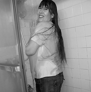 u know sometimes i cant even clean my bathroom without someone catching me with a camera...instead of being really quiet
