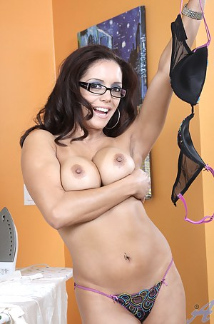 Leggy brunette milf fucks her mature pussy with a vibrator