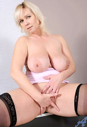 Classy Anilos Kimi gets naked and fingers her sweet cougar pussy
