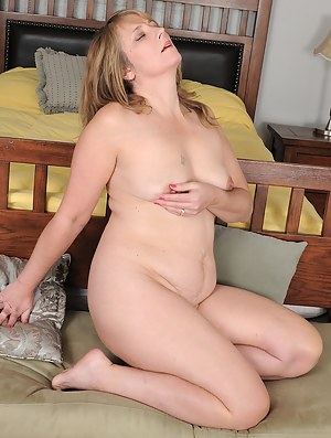 Beautiful housewife Catrina Costa shows off her cute feet and pink pussy