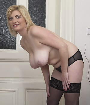 Horny mature lady getting firsky