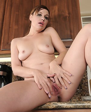 Stunning Sovereign Syre shows that sexy mature body up on the kitchen counter