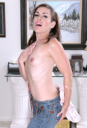 Sexy Annabelle Genovisi slips out of her denim jean and shows off