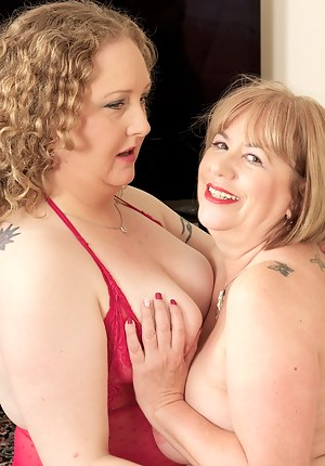 Hi Guys when my Friend Samii came to visit I knew we were in for some Red Hot Girl on Girl playtime so lets start off in