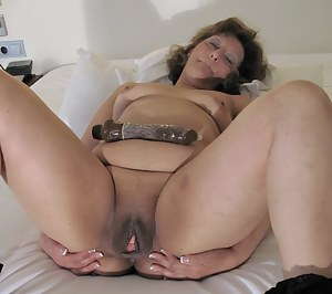 This mature slut gets her groove on