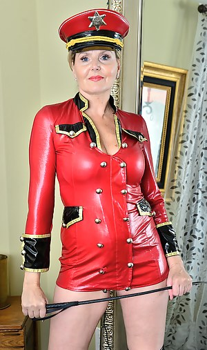 Mature babe Velvet Skye is all dressed up and ready to dish out some punishment
