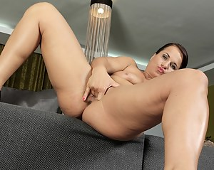 Busty cougar Katherine Ross two fingers deep in herself.