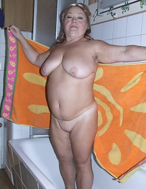 Kinky mama gets dirty with stuff from the kitchen