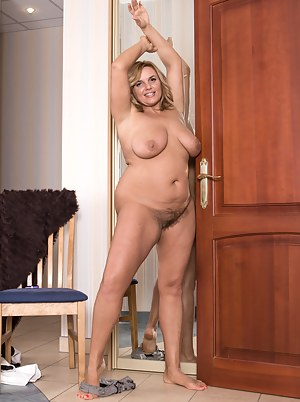 Lariona poses like a beauty star in front of her mirror. She takes off her dress and lingerie and flaunts her beautiful figure. She has nice tits and a hairy pussy that features pink pussy lips to enjoy.