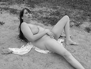 this goddess is stranded on an island with no one to play with.. wont u join me