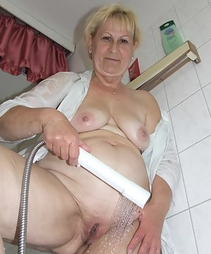 Horny housewife getting dirty in her tub