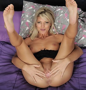 Blonde MILF Niki Lee Young spreads her pink pussy.