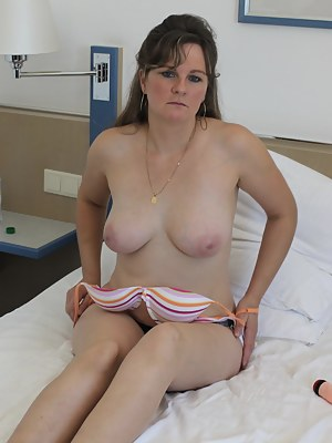 This lovely housewife loves to play with her pussy
