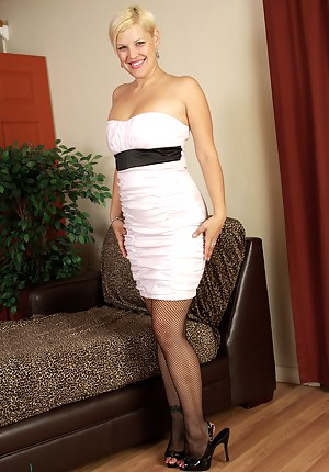 Elegant and blonde 32 year old Kelly L looking beautiful as she strips