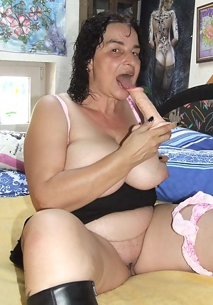 Big titted mature slut fingering and playing with toys