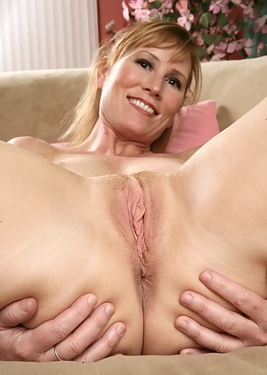 Sexy mature blonde spreads her ass and pussy wide for you