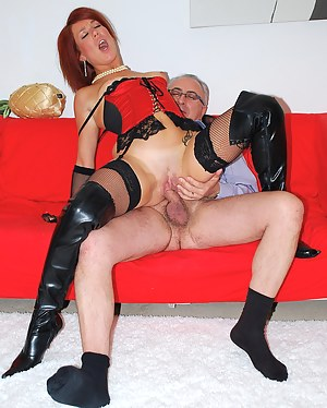 Very horny redhead gives british guy amazing head on a couch