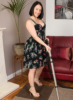 39 year old Amber L takes a break from her housework and maturbates