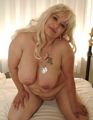 Big titted mama showing off her luscious body